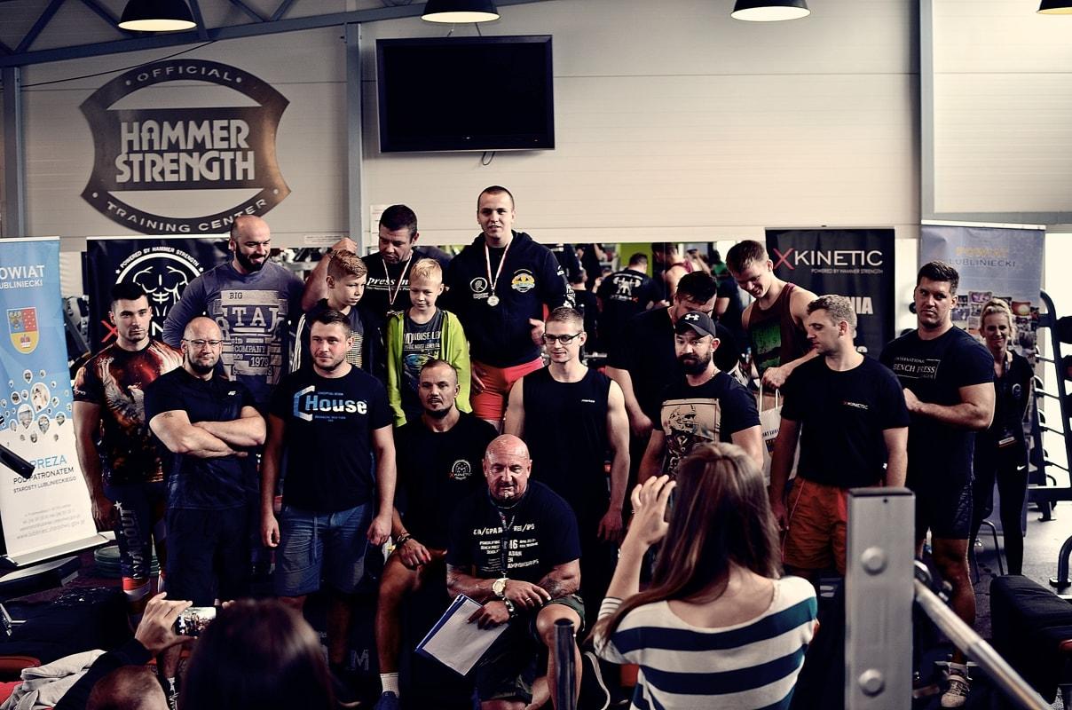 Zdjęcie grupy zawodników X-kinetic